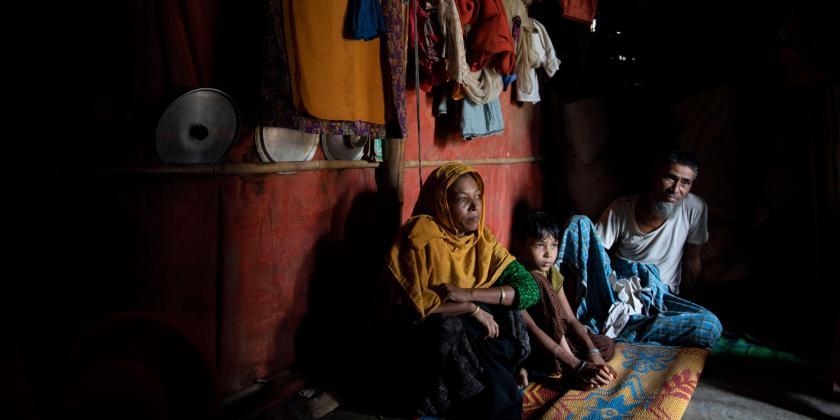 Eine Familie der Rohingya im Flüchtlingscamp Kutupalong Rohingya in Bangladesch. UN Photo: KM Asad